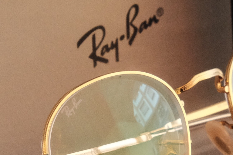 detalle logo RayBan